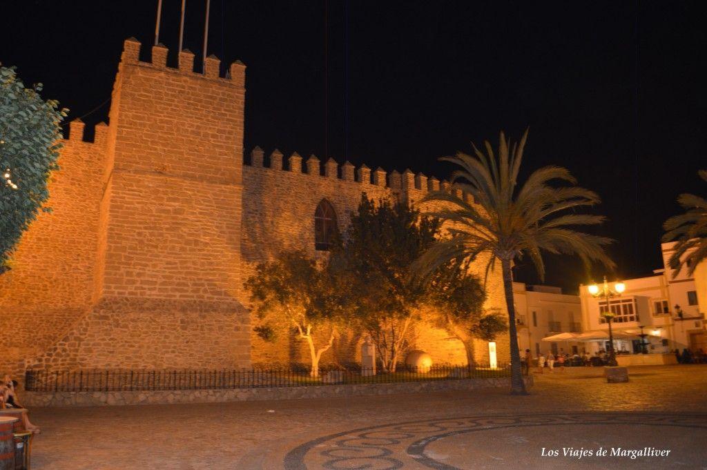 Castillo de Luna visto de noche en Rota - Los viajes de Margalliver